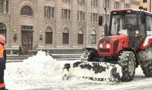 300 единиц техники убирали Минск от снега